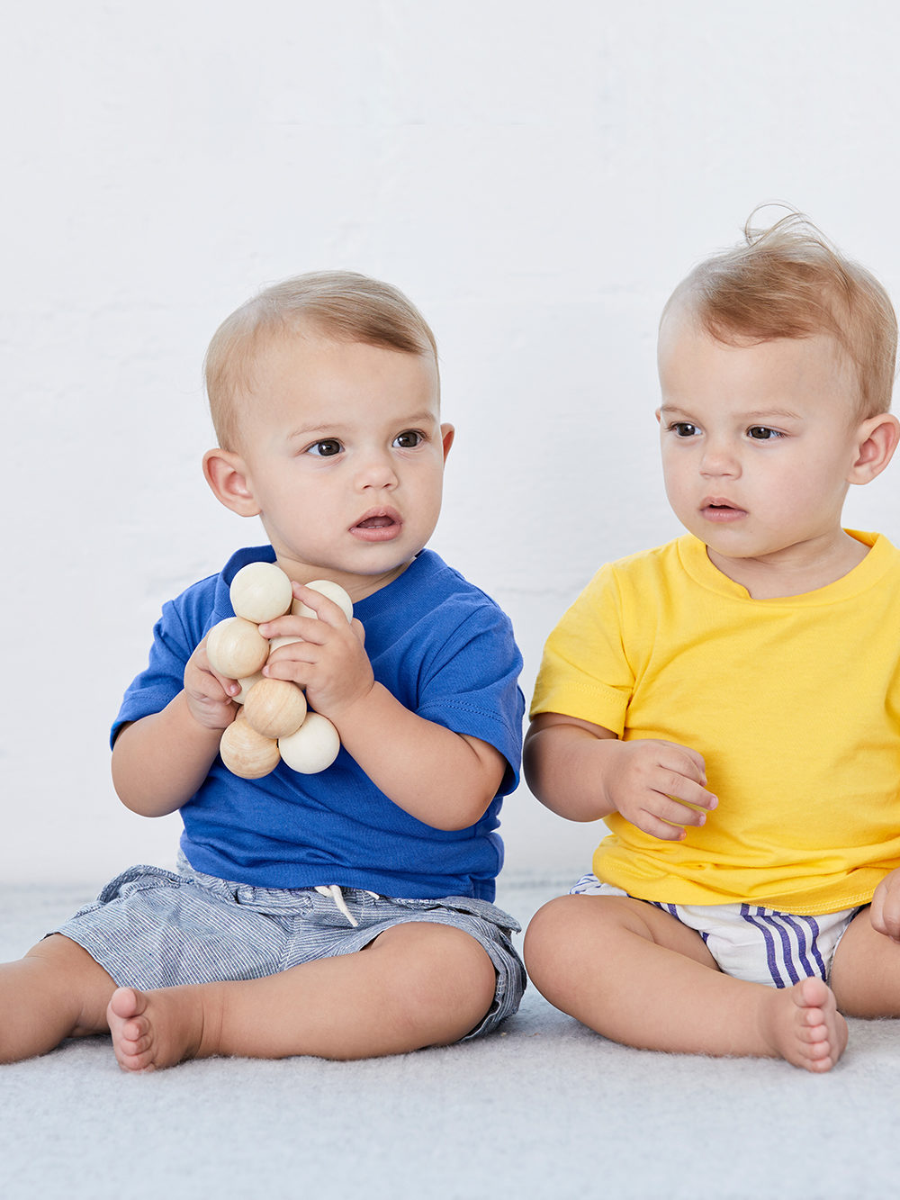 baby t-shirt yellow blue model